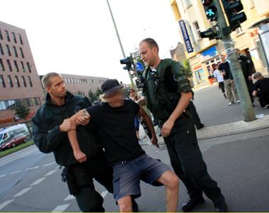 Abgeführter Demonstrationsteilnehmer