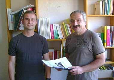 Rechts Sprungbrett-Leiter Andreas Näther, links Mitarbeiter Uwe Ledderboge
