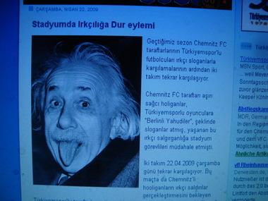 Einstein-Bild mit herausgestreckter Zunge