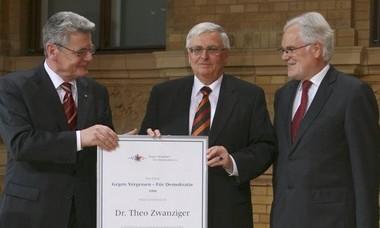 Bei der Urkundenverleihung an Theo zwanziger mit Joachim gauck und ZDF-Intendant Markus Schächter