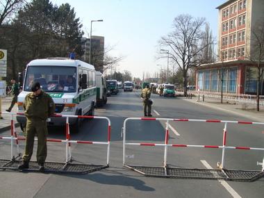 Polizeiabsperrung vor dem Rathaus