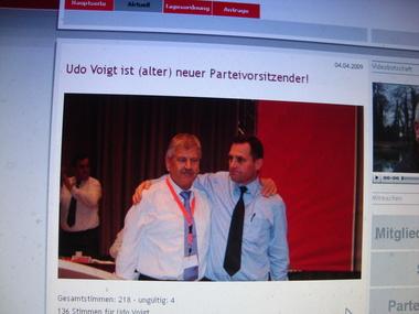 Voigt und Pastörs nach Voigts Wiederwahl, Foto von der NPD-Homepage